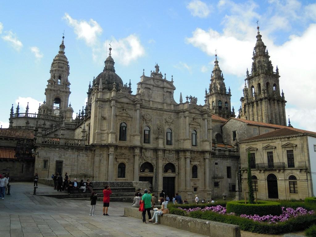 Catedral de santiago de compostela exterior desde la for Exterior catedral de sevilla