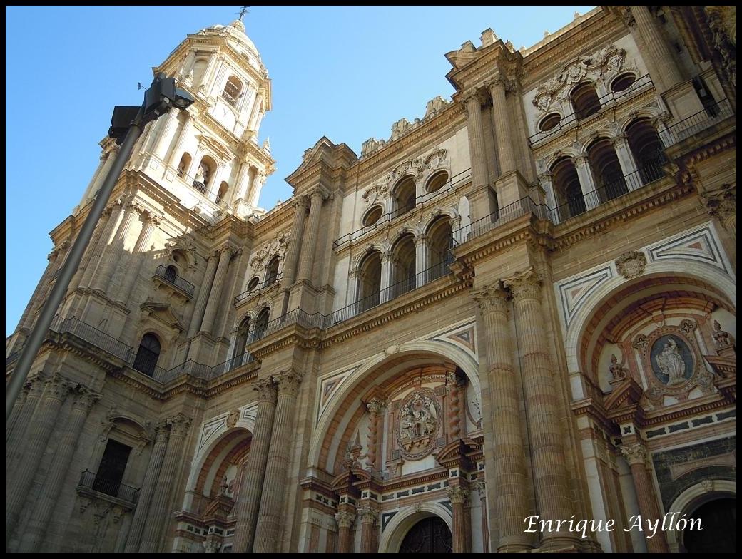 Catedral de m laga exterior desde la giralda for Exterior catedral de sevilla